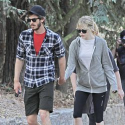 Andrew Garfield y Emma Stone pasean agarrados de la mano por California