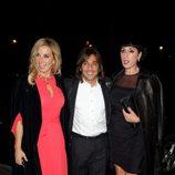 Rossy de Palma y Antonio Carmona y su mujer en la cena de gala de la exposición 'El arte de Cartier'