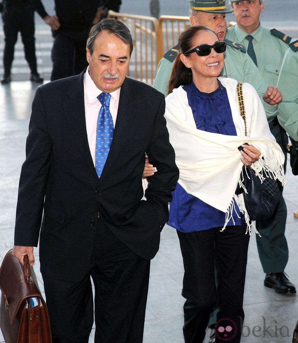 Isabel Pantoja a su llegada al Juzgado para declarar por el caso Malaya