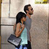 Raquel del Rosario y su novio Pedro Castro paseando