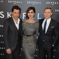 Bérénice Marlohe, Daniel Craig y Javier Bardem presentan 'Skyfall' en París