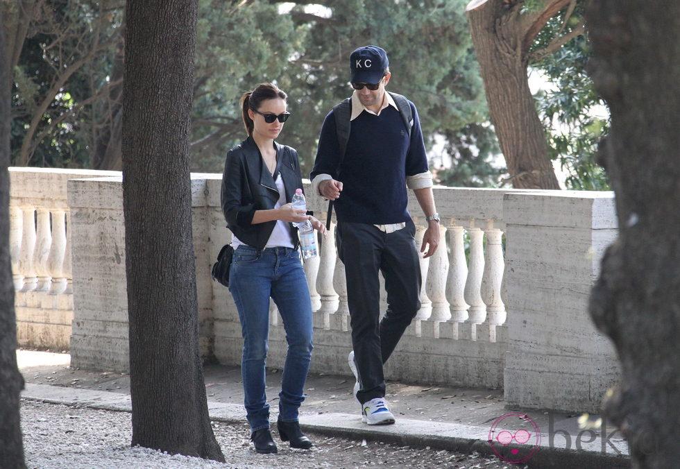 Olivia Wilde y su pareja Jason Sudeikis pasean por los alrededores de Roma