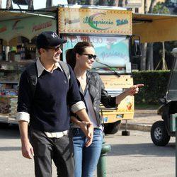 Olivia Wilde y Jason Sudeikis charlan animadamente durante su paseo por Roma