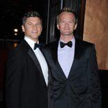 Neil Patrick Harris y David Burtka en el 50 cumpleaños de David Furnish