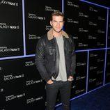 Liam Hemsworth en la fiesta de lanzamiento del Samsung Galaxy Note II