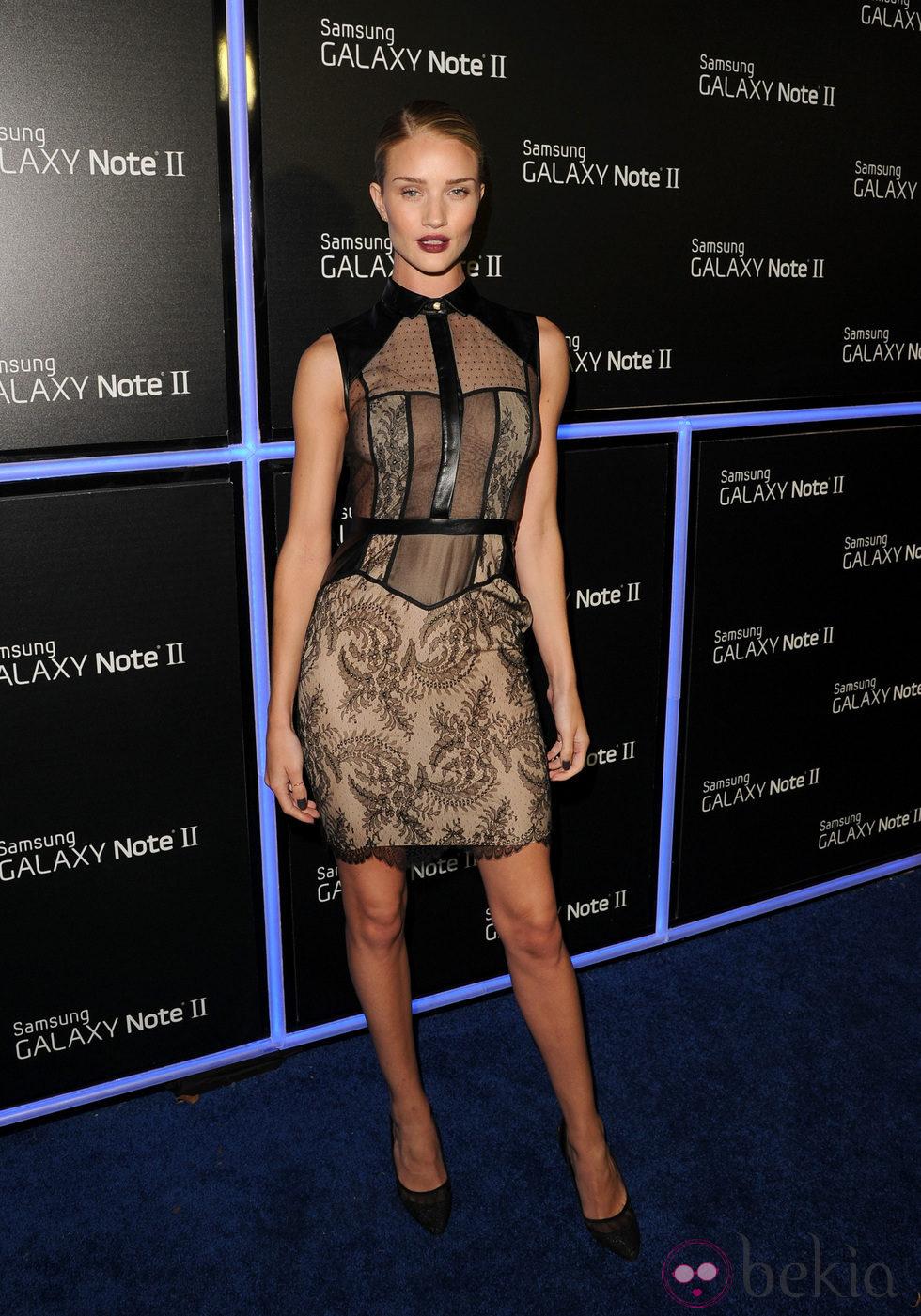 Rosie Huntington-Whiteley en la fiesta de lanzamiento del Samsung Galaxy Note II