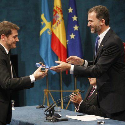 Iker Casillas recogiendo el Premio Príncipe de Asturias 2012