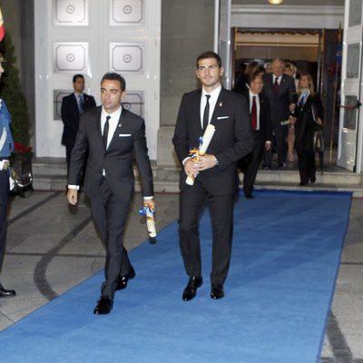 Iker Casillas y Xavi Hernández tras los Premios Príncipe de Asturias 2012