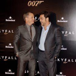 Daniel Craig y Javier Bardem en el estreno de 'Skyfall' en Madrid