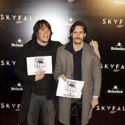 Sergio Peris Mencheta y Juan Diego Botto en el estreno de 'Skyfall' en Madrid