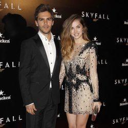 Ana de Armas y Marc Clotet en el estreno de 'Skyfall' en Madrid