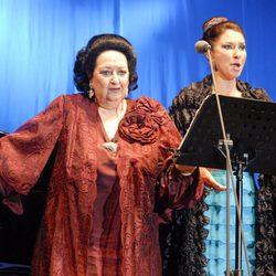 Montserrat Caballé con su hija durante un concierto el pasado verano de 2012
