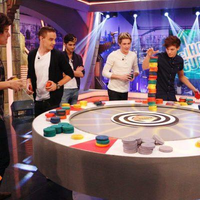 Los One Direction se divierten en una de las pruebas de 'El hormiguero'