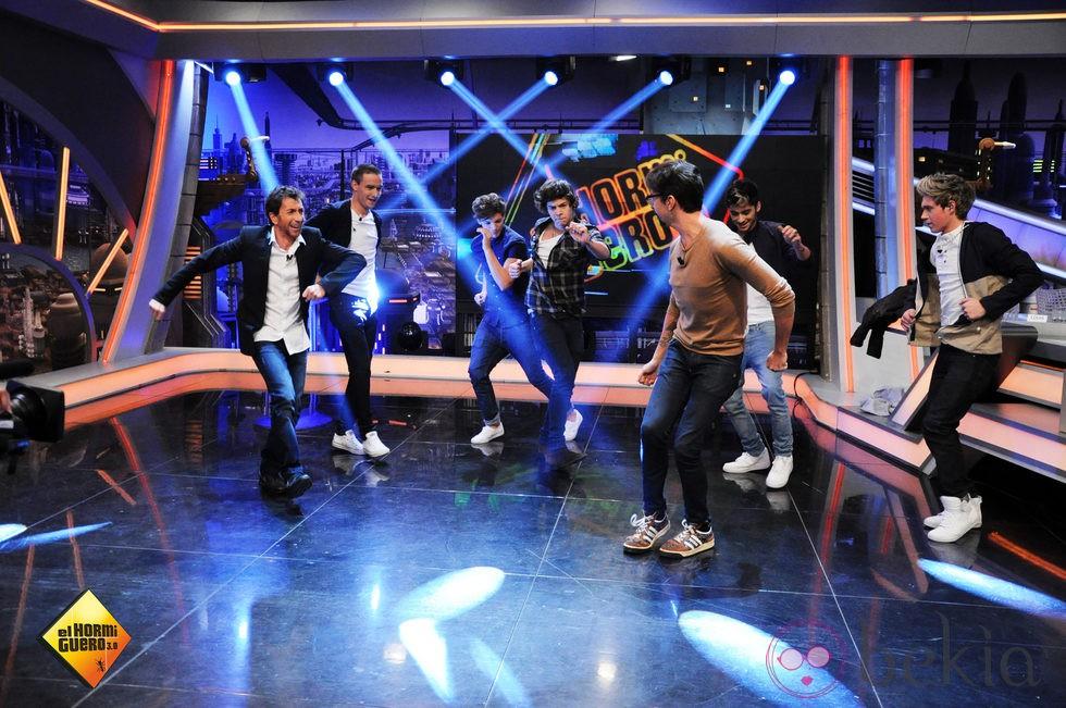 Pablo Motos se divierte bailando con los One Direction en 'El hormiguero'