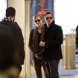 Evan Rachel Wood y Jamie Bell en el aeropuerto de Los Ángeles