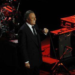Julio Iglesias durante su concierto ofrecido en Sevilla