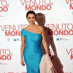 Penélope Cruz estrena en Roma 'Volver a nacer'
