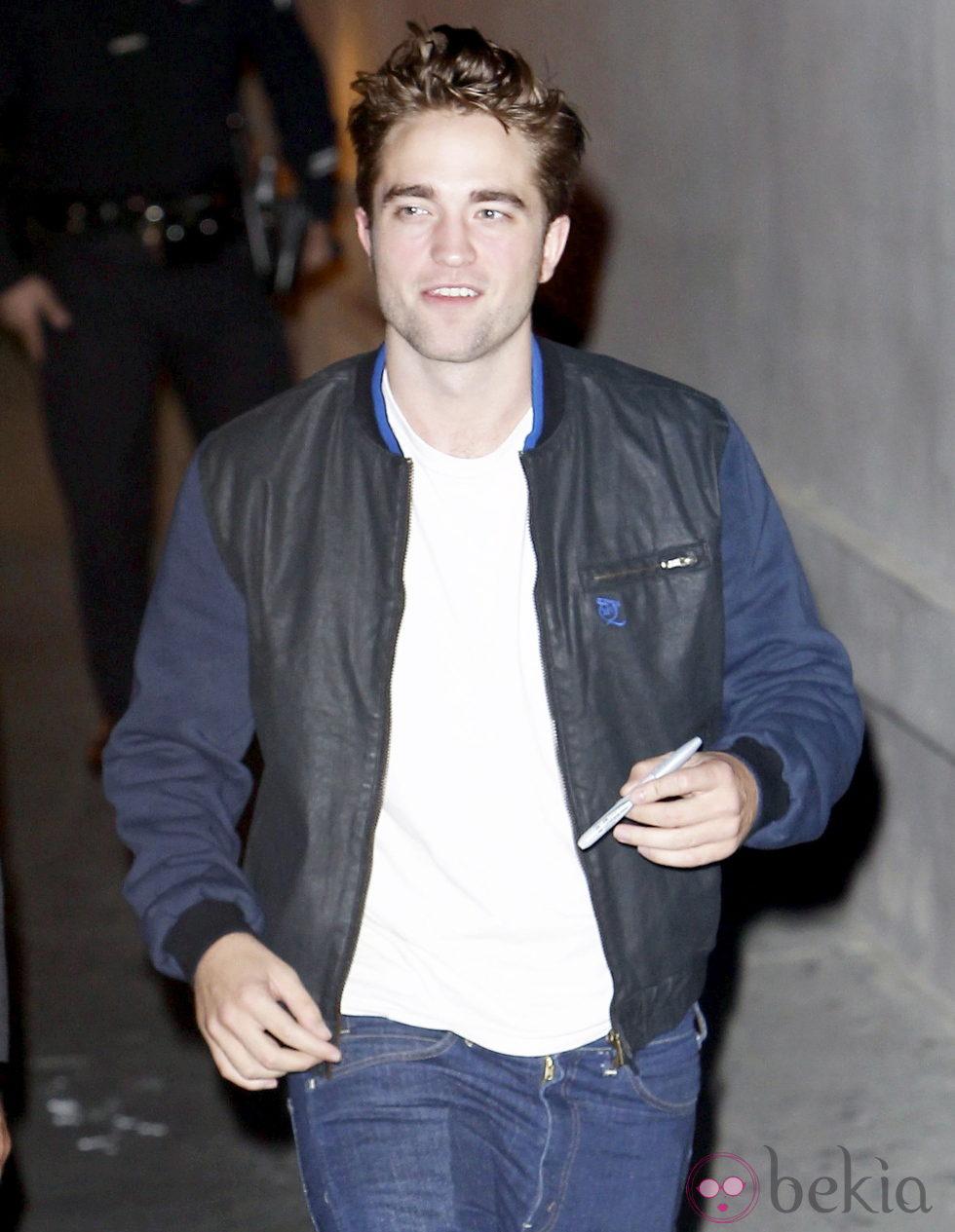 Robert Pattinson en su llegada al programa de Jimmy Kimmel