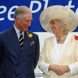 Carlos de Inglaterra y Camilla Parker, muy cómplices en la Melbourne Cup 2012
