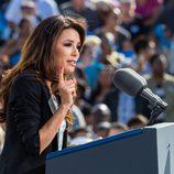 Eva Longoria dando un discurso en la campaña electoral de Obama