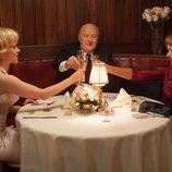 Scarlett Johansson, Anthony Hopkins y Helen Mirren cenan en 'Hitchcock'