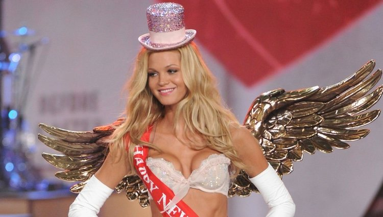 Erin Heatherton en el Victoria's Secret Fashion Show 2012
