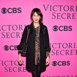 Alexa Chung en el Victoria's Secret Fashion Show 2012