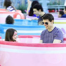 Tom Cruise y Suri se divierten en Disney World
