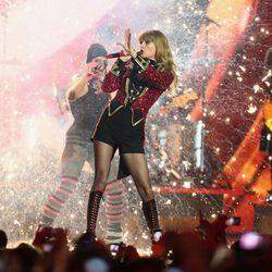 Taylor Swift actuando en los MTV Europe Music Awards 2012