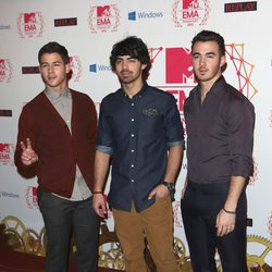 Nick Jonas, Joe Jonas y Kevin Jonas en el photocall de los MTV Europe Music Awards 2012