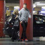 Gerard Piqué y Shakira presumiendo de embarazo en el cine