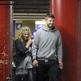 Gerard Piqué y Shakira a la salida del cine en Barcelona