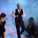 Juan Magán actuando en los Grammy Latinos 2012