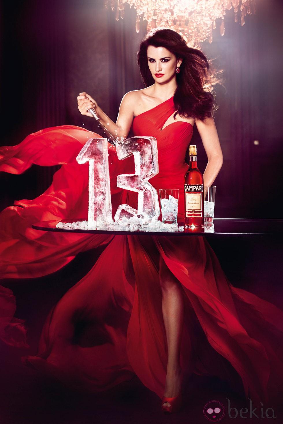 Penélope Cruz en la portada del Calendario Campari 2013