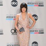 Carly Rae Jepsen con su American Music Awards 2012 a Artista Revelación del Año
