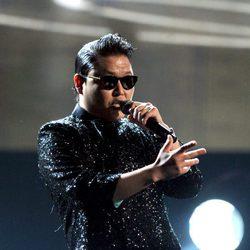 Psy durante su actuación en la ceremonia de los American Music Awards 2012