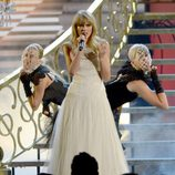 Taylor Swift durante su actuación en los American Music Awards 2012