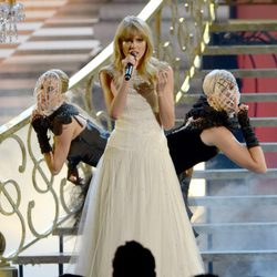 Taylor Swift durante su actuación en los American Music Awards 2012