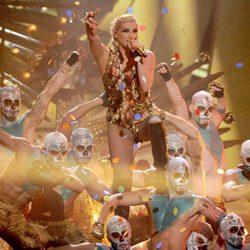 Kesha actuando en los American Music Awards 2012