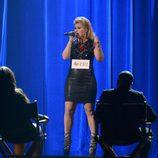 Kelly Clarkson cantando en la ceremonia de los premios American Music Awards 2012