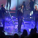 The Wanted durante su actuación en la ceremonia de los American Music Awards 2012