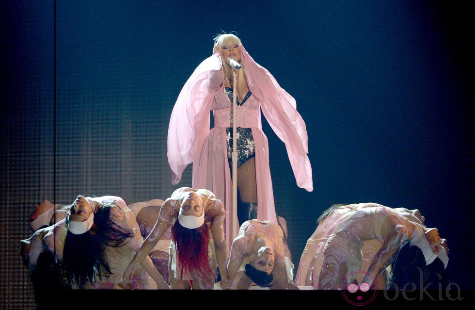 Christina Aguilera actúa en la ceremonia de los premios American Music Awards 2012