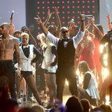 Chris Brown, Ludacris y Swizz Beatz juntos en la gala de los American Music Awards 2012
