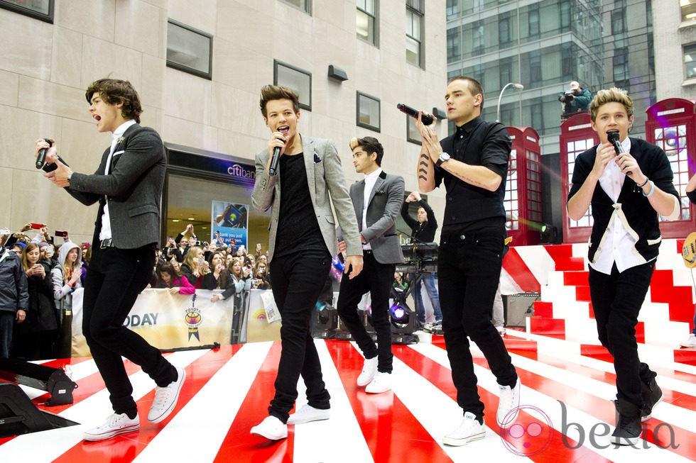 Los chicos de One Direction en plena actuación en Nueva York