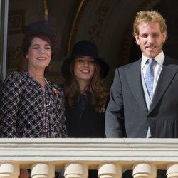 Carolina de Mónaco con Andrea y Carlota Casiraghi saludando desde el balcón el Día Nacional de Mónaco 2012