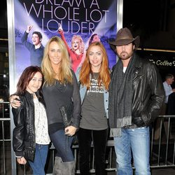 Noah, Brandi, Tish y Billy Ray Cyrus