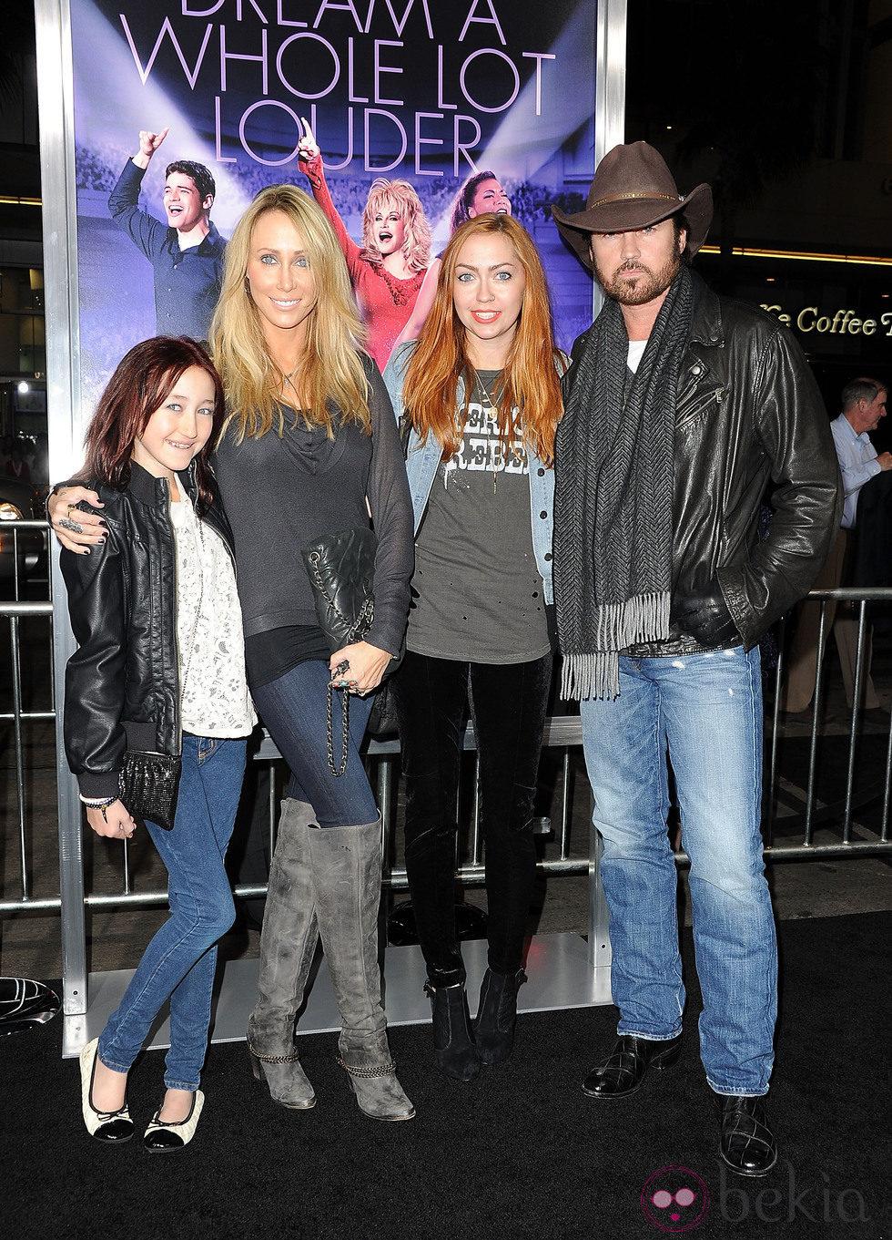 Noah, Brandi, Tish y Billy Ray Cyrus