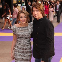 Miley Cyrus y su padre en la premiere de 'Hannah Montana: The Movie'
