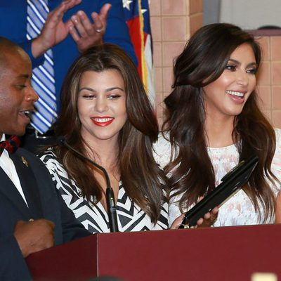 Kim y Kourtney Kardashian reciben las llaves de North Miami