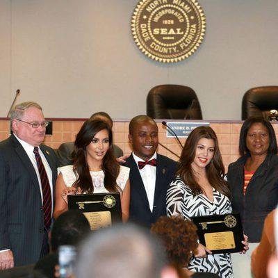 Las hermanas Kardashian reciben las llaves de Miami